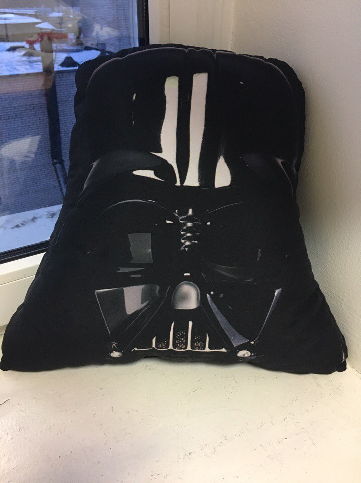 Декоративная фигурная подушка на заказ - голова Дарта Вейдера