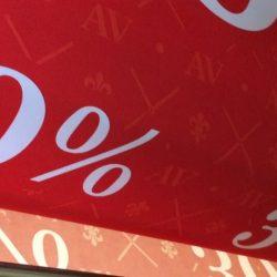 Тканевый баннер для распродажи в магазине в торговом центре